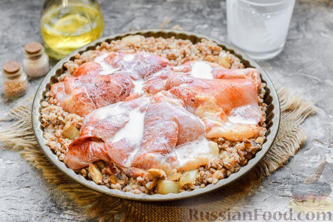 Фото приготовления рецепта: Курица с гречкой, запечённая в сливках - шаг №9