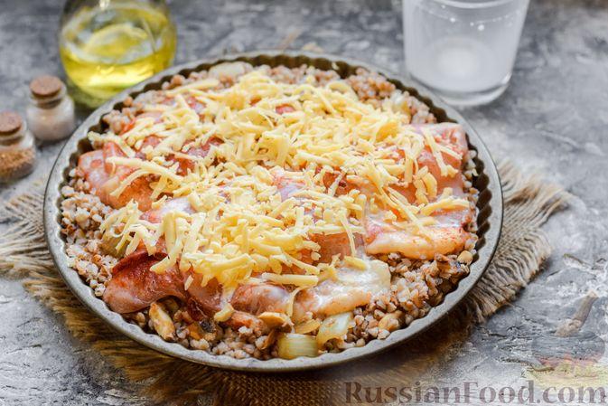 Фото приготовления рецепта: Курица с гречкой, запечённая в сливках - шаг №10