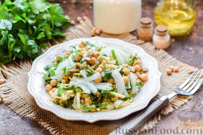 Фото к рецепту: Салат с нутом, оливками и сыром
