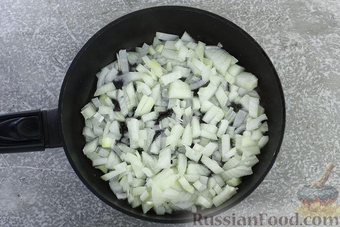 Фото приготовления рецепта: Гречка со сливочно-грибным соусом - шаг №4