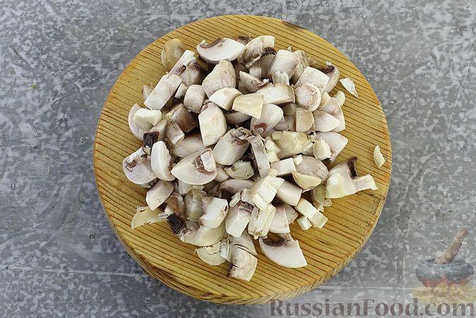 Фото приготовления рецепта: Гречка со сливочно-грибным соусом - шаг №5