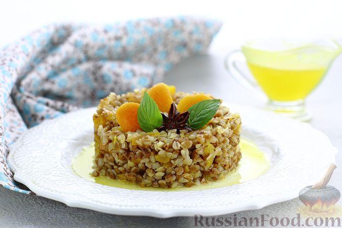 Фото к рецепту: Гречневая каша с курагой, имбирными цукатами и апельсиновым соусом