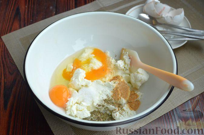 Фото приготовления рецепта: Творожный рулет с оливками и вялеными помидорами - шаг №2