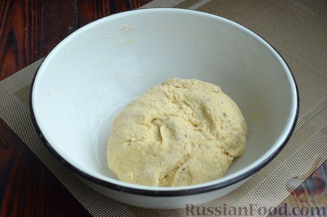 Фото приготовления рецепта: Творожный рулет с оливками и вялеными помидорами - шаг №6