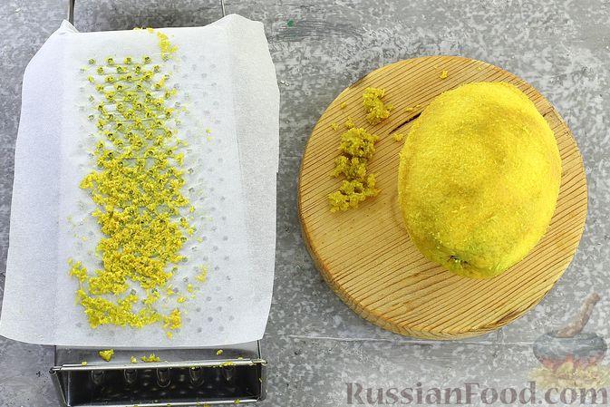 Фото приготовления рецепта: Гречневая каша с курагой, имбирными цукатами и апельсиновым соусом - шаг №4