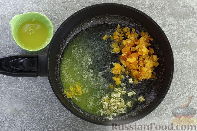 Фото приготовления рецепта: Гречневая каша с курагой, имбирными цукатами и апельсиновым соусом - шаг №8