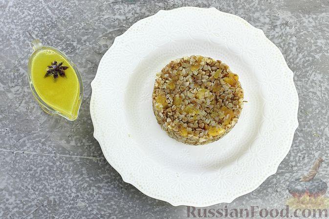 Фото приготовления рецепта: Гречневая каша с курагой, имбирными цукатами и апельсиновым соусом - шаг №12