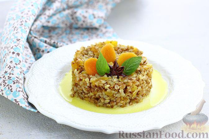 Фото приготовления рецепта: Гречневая каша с курагой, имбирными цукатами и апельсиновым соусом - шаг №13
