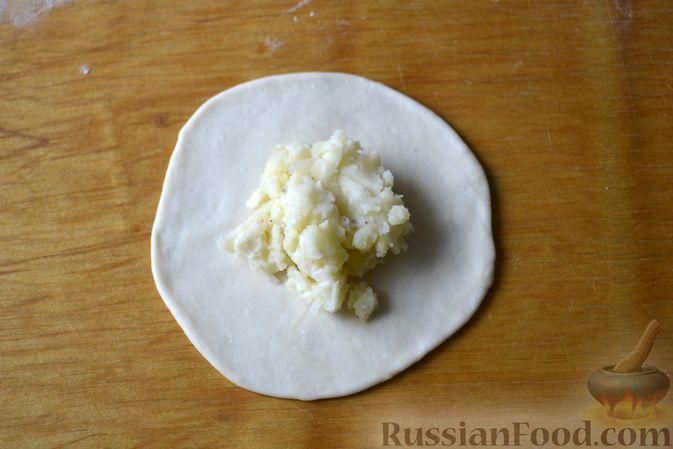 Фото приготовления рецепта: Хинкали с картофелем и сыром сулугуни - шаг №12