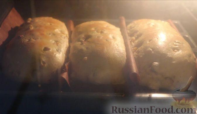 Фото приготовления рецепта: Рождественский штоллен с марципаном - шаг №21