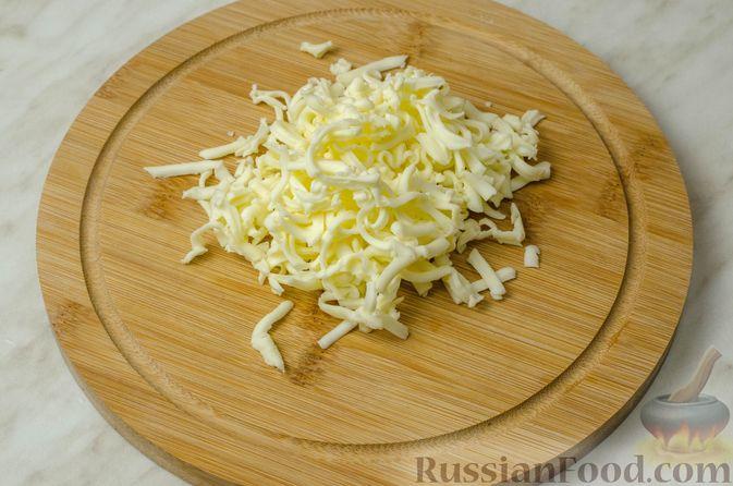 Фото приготовления рецепта: Запеканка-пирог из куриного филе с плавленым сыром - шаг №8