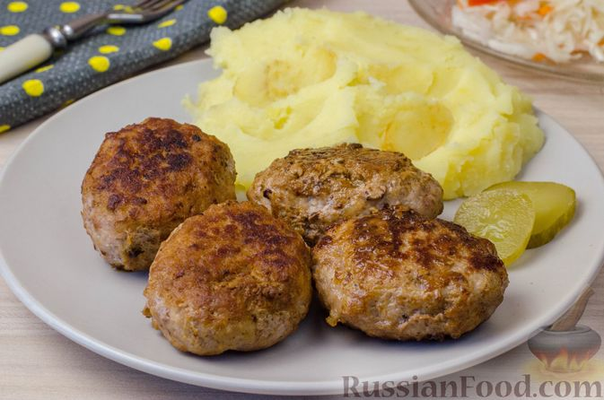 Фото к рецепту: Котлеты из мясного фарша с репой