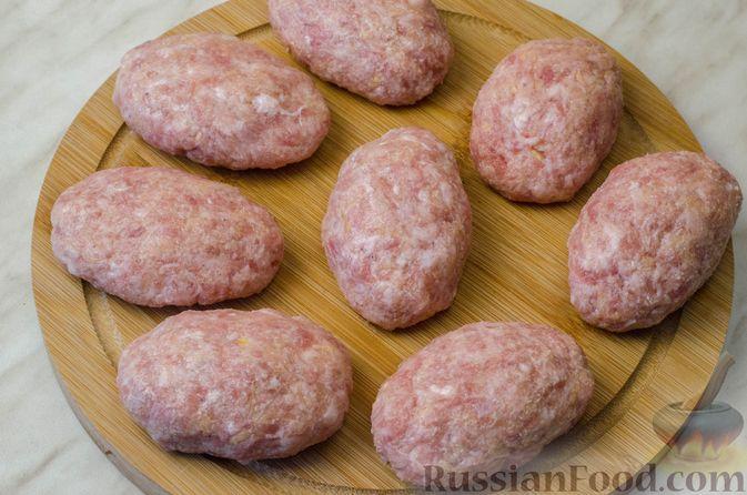Фото приготовления рецепта: Котлеты из мясного фарша с репой - шаг №7