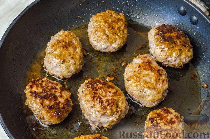 Фото приготовления рецепта: Котлеты из мясного фарша с репой - шаг №8