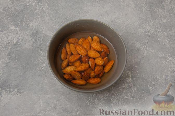 Фото приготовления рецепта: Творожная запеканка с бананами и миндалём (в микроволновке) - шаг №2