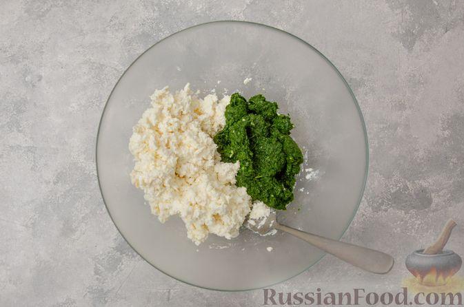 Фото приготовления рецепта: Вареники со шпинатом, творогом и рассольным сыром - шаг №8