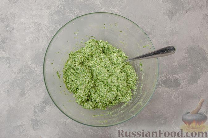 Фото приготовления рецепта: Вареники со шпинатом, творогом и рассольным сыром - шаг №9