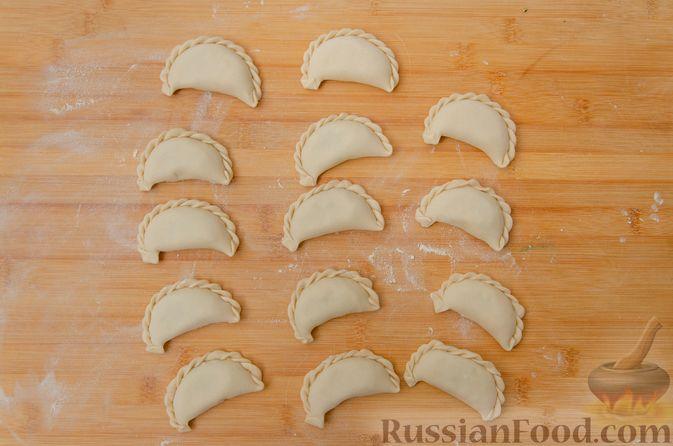 Фото приготовления рецепта: Вареники со шпинатом, творогом и рассольным сыром - шаг №13
