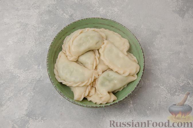 Фото приготовления рецепта: Вареники со шпинатом, творогом и рассольным сыром - шаг №15