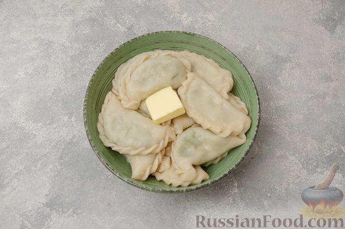 Фото приготовления рецепта: Вареники со шпинатом, творогом и рассольным сыром - шаг №16
