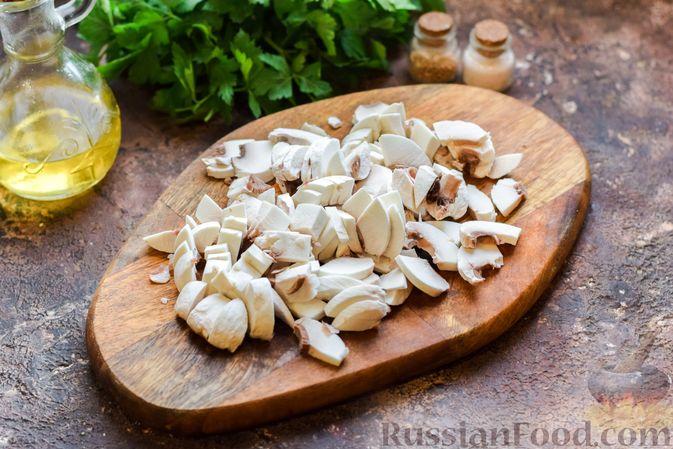 Фото приготовления рецепта: Суп с шампиньонами и пшеном - шаг №4