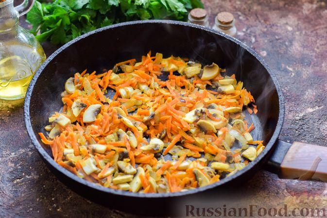 Фото приготовления рецепта: Суп с шампиньонами и пшеном - шаг №5