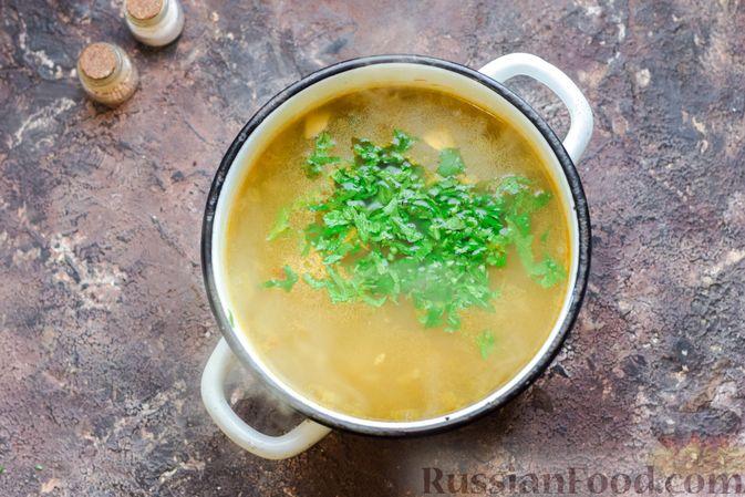 Фото приготовления рецепта: Суп с шампиньонами и пшеном - шаг №6