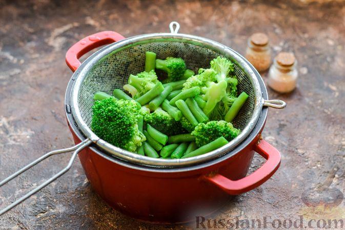 Фото приготовления рецепта: Курица с брокколи и стручковой фасолью - шаг №2