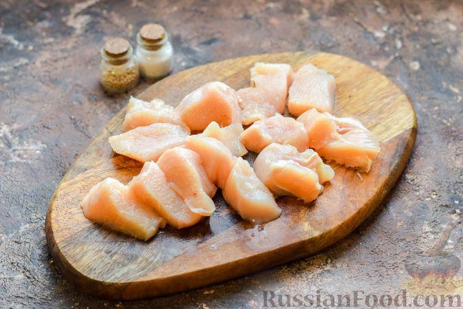 Фото приготовления рецепта: Курица с брокколи и стручковой фасолью - шаг №3