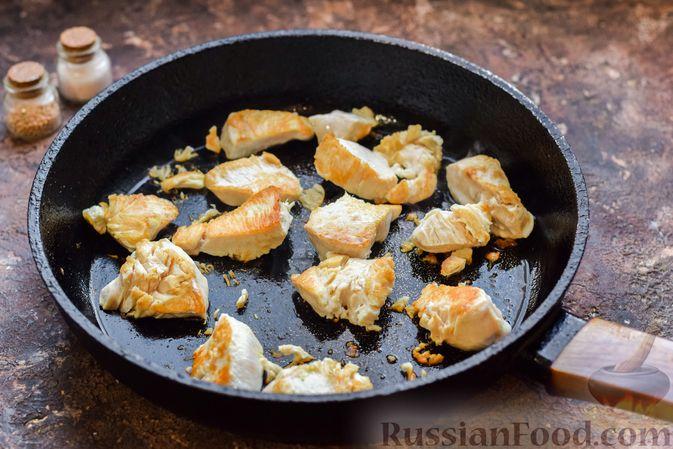 Фото приготовления рецепта: Курица с брокколи и стручковой фасолью - шаг №7