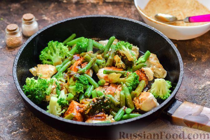 Фото приготовления рецепта: Курица с брокколи и стручковой фасолью - шаг №9