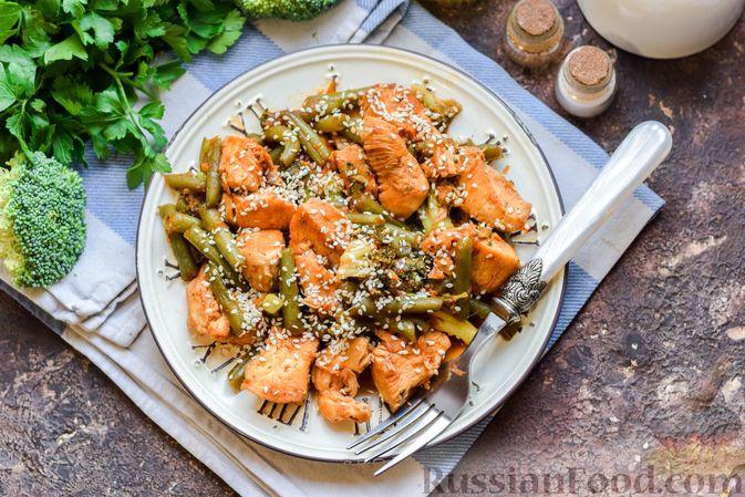 Фото приготовления рецепта: Курица с брокколи и стручковой фасолью - шаг №11