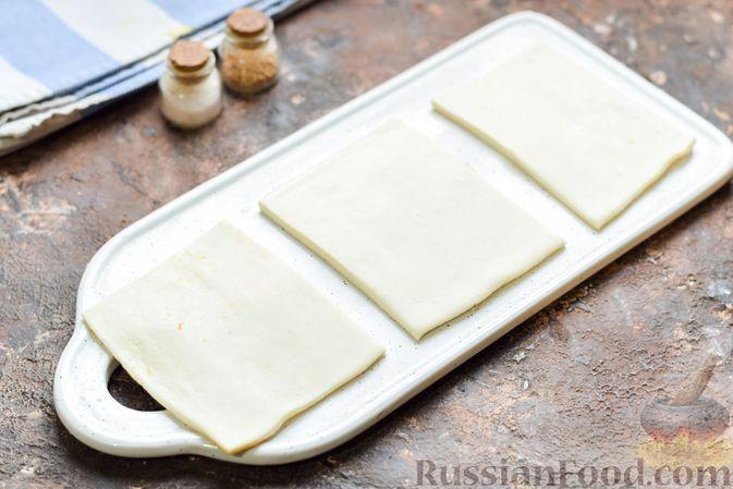 Фото приготовления рецепта: Слоёные тарталетки-лодочки с говядиной в томатном соусе - шаг №9