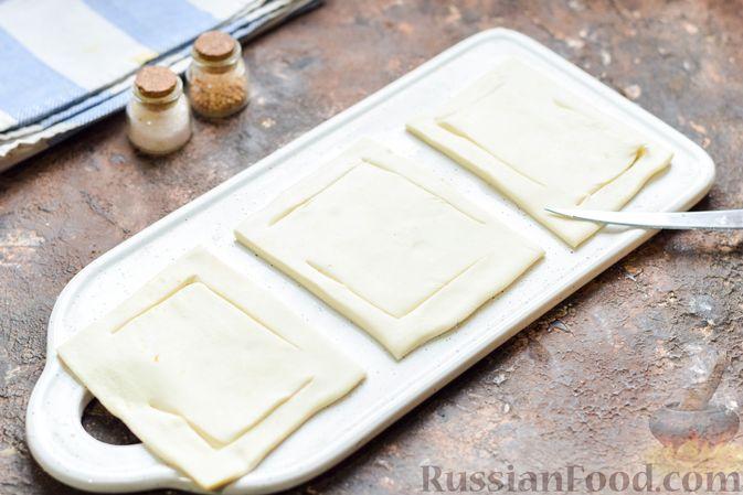 Фото приготовления рецепта: Слоёные тарталетки-лодочки с говядиной в томатном соусе - шаг №10