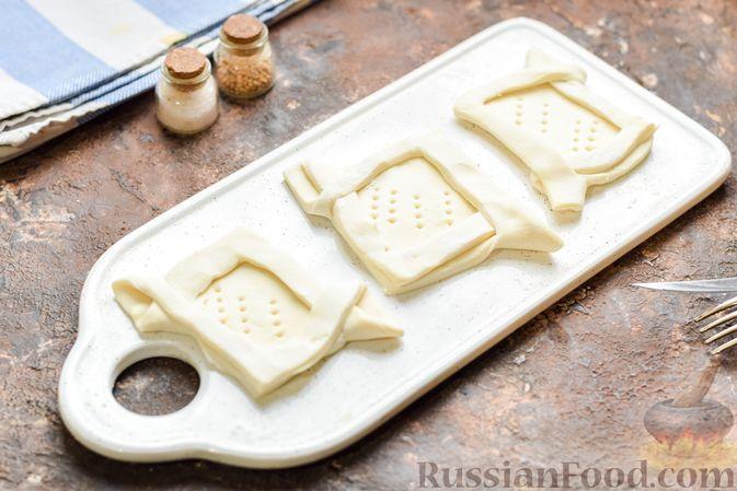 Фото приготовления рецепта: Слоёные тарталетки-лодочки с говядиной в томатном соусе - шаг №11
