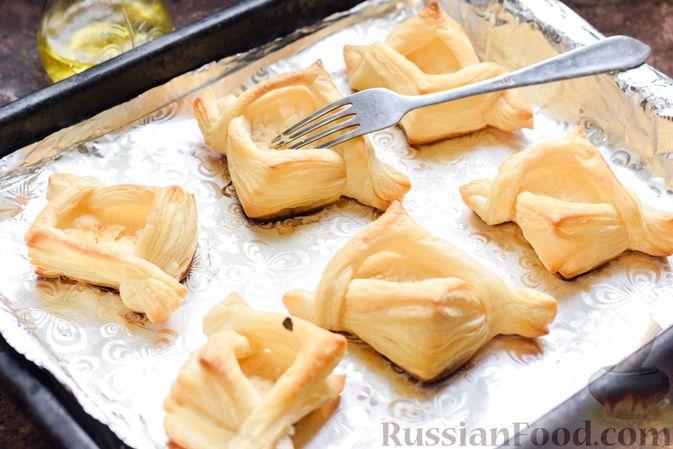 Фото приготовления рецепта: Слоёные тарталетки-лодочки с говядиной в томатном соусе - шаг №14