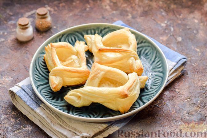Фото приготовления рецепта: Слоёные тарталетки-лодочки с говядиной в томатном соусе - шаг №15