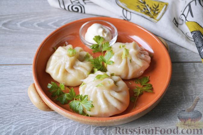 Фото к рецепту: Хинкали с картофелем и сыром сулугуни