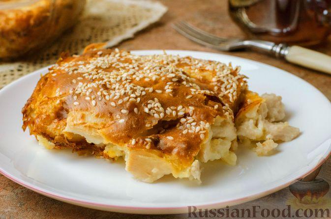 Фото к рецепту: Запеканка-пирог из куриного филе с плавленым сыром