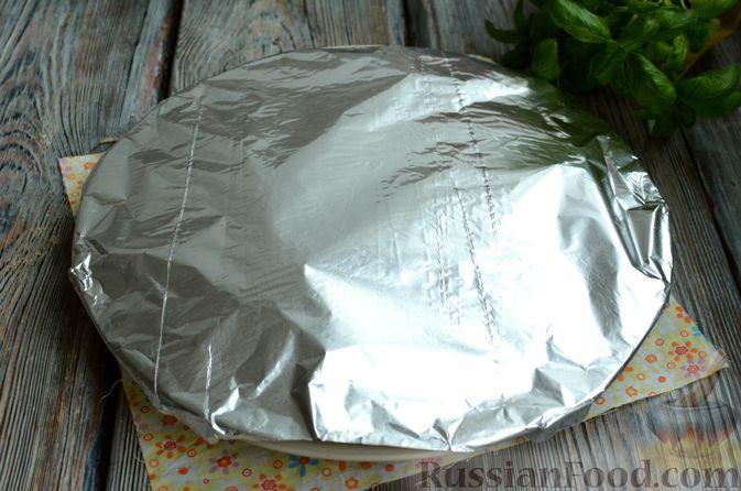 Фото приготовления рецепта: Запечённая форель с соусом из авокадо и базилика - шаг №13