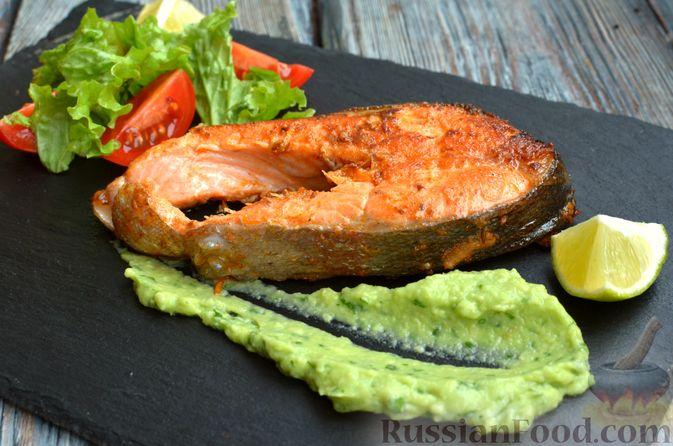 Фото приготовления рецепта: Запечённая форель с соусом из авокадо и базилика - шаг №14