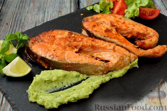 Фото приготовления рецепта: Запечённая форель с соусом из авокадо и базилика - шаг №15