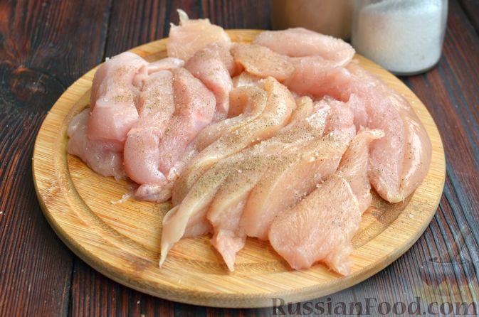 Фото приготовления рецепта: Курица в  сливочно-лимонном соусе - шаг №3