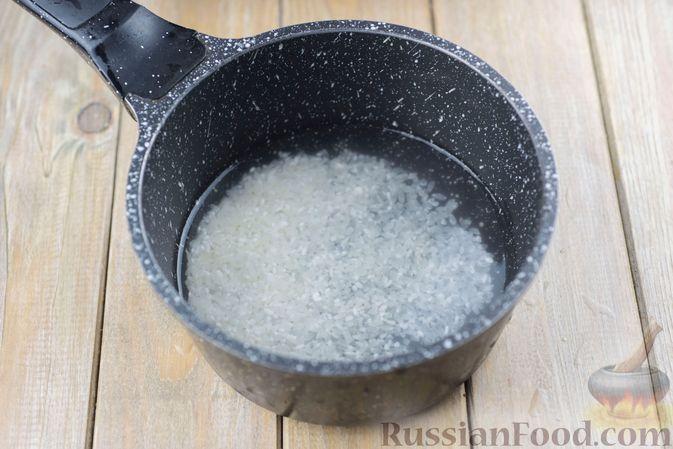 Фото приготовления рецепта: Салат с куриными сердечками, рисом, кукурузой и корейской морковью - шаг №2