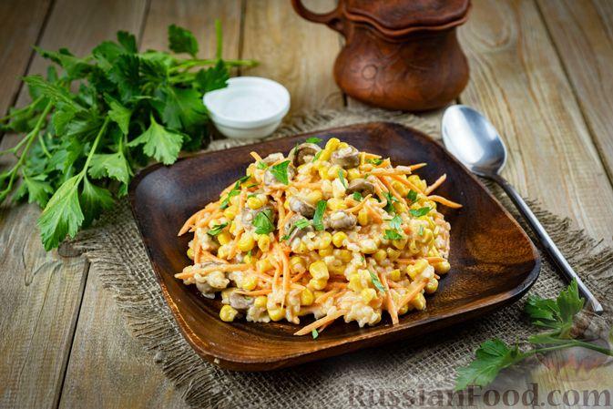 Фото приготовления рецепта: Салат с куриными сердечками, рисом, кукурузой и корейской морковью - шаг №8