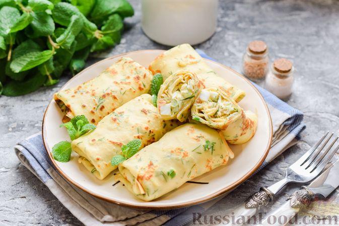 Фото к рецепту: Картофельные блинчики с яйцами и солёной рыбой