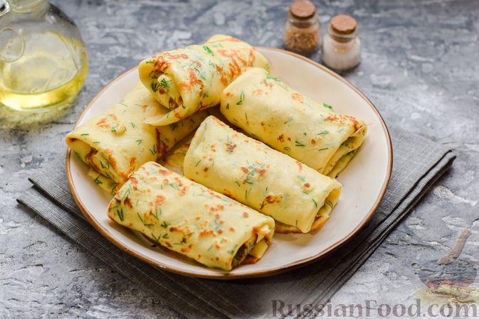 Фото приготовления рецепта: Картофельные блинчики с яйцами и солёной рыбой - шаг №17