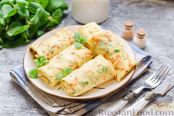 Фото приготовления рецепта: Картофельные блинчики с яйцами и солёной рыбой - шаг №18