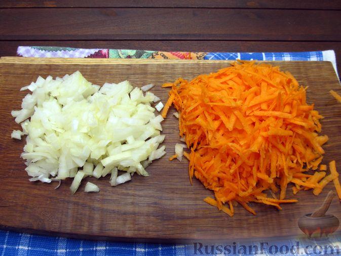 Фото приготовления рецепта: Макароны с куриными потрошками, тушенными в сметане - шаг №3