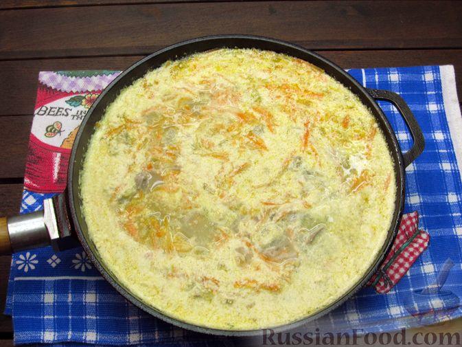 Фото приготовления рецепта: Макароны с куриными потрошками, тушенными в сметане - шаг №9